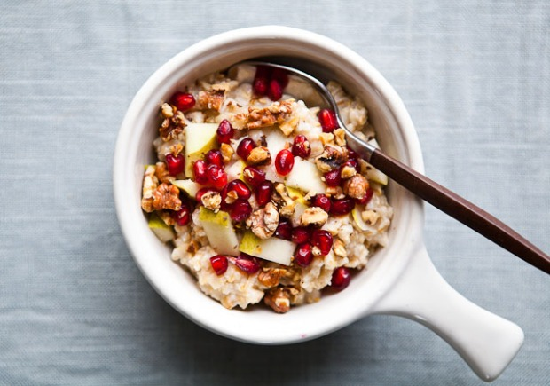 pomegranate-walnut-oatmeal-640